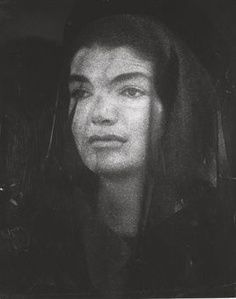 Jackie Kennedy at the funeral of her husband, President John F. Kennedy, in --- photo: Guido Mangold - arcadja Jacqueline Kennedy Onassis, Les Kennedy, Jaqueline Kennedy, Carolyn Bessette Kennedy, American Presidents, American History, Lee Radziwill, Kennedy Assassination, We Are The World