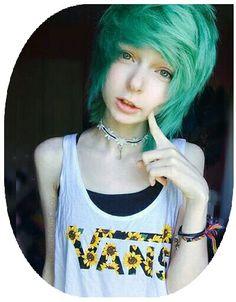 Posts of hot emo and scene girls! Short Scene Hair, Emo Scene Hair, Girl Short Hair, Scene Bangs, Lilac Hair, Green Hair, Blue Hair, Pastel Hair, White Hair