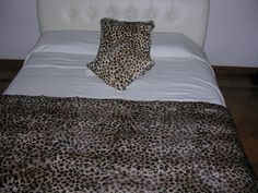 It's a leopard printed  fur for this blanket