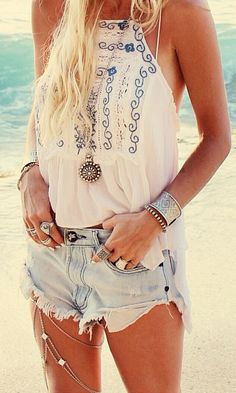 Am loving this fringed denims with this tank and accessories <3