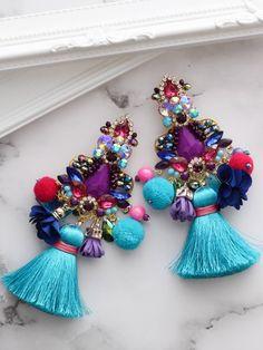 Quastenohrringe mit Bommeln und Pompoms Romantic Dinners, Hanukkah, Fashion Outfits, How To Make, Accessories, Decor, Stud Earrings, Necklaces, Wristlets