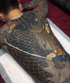 One of the special guest of the International Moscow Tattoo Convention will be Uigu Lee. The Korean master is world famous due for his large-scale tattoos of the classic Japanese direction - Irezumi. Japanese Back Tattoo, Japanese Tattoos For Men, Japanese Tattoo Symbols, Traditional Japanese Tattoos, Japanese Tattoo Designs, Traditional Back Tattoo, Yakuza Style Tattoo, Irezumi Tattoos, Full Back Tattoos