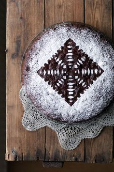 pretty winter cake... yes please.