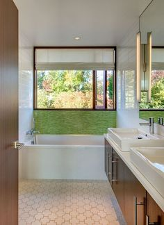 Green tiled accent feature in the contemporary bathroom