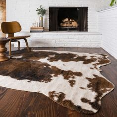 Bring a rustic element into your home with this animal skin rug.Ideal for lodges, Southwest-inspired homes or cabins, thisfree-form rug works with a variety of decors, adding an unexpectedelement to c