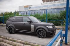 Image from http://thesupercarkids.com/wp-content/uploads/2014/10/lumma-clr-range-rover-lwb-1.jpg.