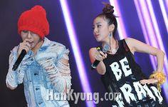 Who are you looking at Dara ? Gd Bigbang, Sandara Park, Park Photos, Jiyong, 2ne1, You Look, Crochet Hats, T Shirt, Ships