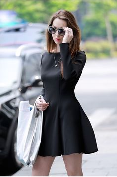Mini Dress Long Sleeve Every girl wants to look chic and smart in this fashion conscious world. In order to look stylish one must wear stylish clothes. Mini dress is nowadays considered to be the m… One Piece Dress Long, Black Long Sleeve Dress, Cute Dresses, Beautiful Dresses, Short Dresses, Mini Dresses, Gothic 3, Mini Skater Dress, Winter Mode