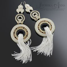 604 Kolczyki sutasz Beaded Jewelry, Handmade Jewelry, Jewellery Earrings, Soutache Earrings, Shibori, Beaded Embroidery, Jewelery, Beads, Swarovski