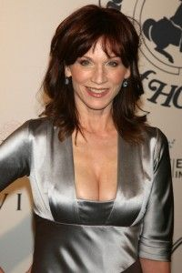 Oz and Marilu Henner talked about why she wants hydration on the food pyramid, how she lost 50 pounds and why her vegan diet stopped menopause symptoms. Menopause Diet, Menopause Symptoms, Dr Oz Weight Loss, Weight Loss For Women, Marilu Henner, Dr Oz Show, Lose 50 Pounds, Food Pyramid, Stubborn Belly Fat