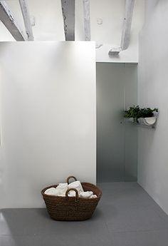 La casa de la pradera | RÄL167 - Interiorismo, decoración, reforma y diseño de interiores Bathtub, Bathroom, Renovation, Home, Apartments, Interior Design, Antigua, Standing Bath, Washroom