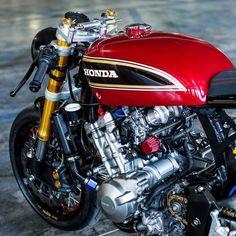 Details details Honda Hornet by We support the cafe racer community. Cb750 Cafe Racer, Bmw Scrambler, Cafe Racer Bikes, Cafe Racer Motorcycle, Motorcycle Design, Bike Design, Women Motorcycle, Motorcycle Helmets, 125cc Motorbike