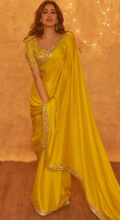 Indian Fashion Dresses, Dress Indian Style, Indian Designer Outfits, Saree Fashion, Designer Dresses, Stylish Sarees, Trendy Sarees, Fancy Sarees, Simple Sarees