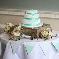 Annemarie and Rhys had a three tiered cake with a trail of mint green hearts! #hitchedrealwedding