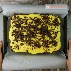 """Prăjitura """"Raffaello""""cu cremă de vanilie – un desert pe care îl veți savura linguriță cu linguriță! - savuros.info Felicia, Banana Bread, Deserts, Food And Drink, Recipes, Raffaello, Rezepte, Dessert, Desserts"""