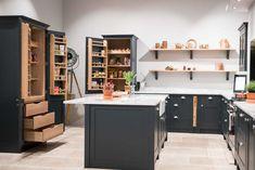 Small Kitchen Storage Tips, Solutions & Advice Modern Shaker Kitchen, Simple Kitchen Design, Shaker Style Kitchens, Grey Kitchens, Kitchen Cupboard Storage, Shaker Kitchen Cabinets, Small Kitchen Storage, Kitchen Worktop, Open Plan Kitchen