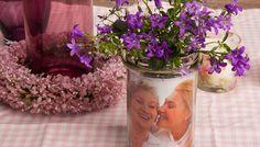 Muttertagsgrüße im Marmeladenglas #mothersday #decor #gift #jamjar #flowers