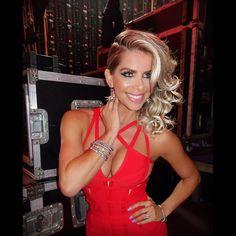 Noite especial hoje como Mestre de Cerimônia da Convenção TIGRE 2016 ! #bondgirl #karinabacchi ( make e hair @fabinhoaraujo  stylist @luele  pulseiras @rosaleal  brinco @firmassa ) job @mamcomunicacao SNAPCHAT: KARINA.BACCHI by karinabacchi