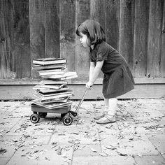 ღ _My childhood, basically I Love Books, Good Books, My Books, Reading Books, Black White Photos, Black And White Photography, Old Pictures, Old Photos, Beautiful Children