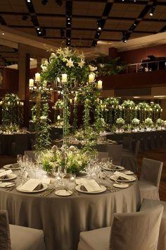 エレガントなユリの香りが広がるラグジュアリー空間に *高級感のある会場装花 一覧*
