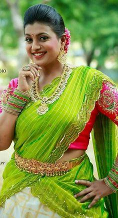 Old Actress, Tamil Actress, Ramya Krishnan Hot, Tamil Girls, Long Black Hair, Beautiful Girl Indian, Indian Beauty Saree, Half Saree, Pretty Woman