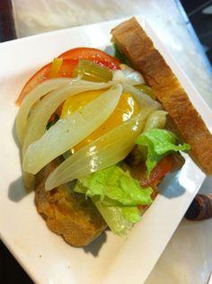 Panino con giardiniera, bacon, lattuga e pomodoro! #roma #viasistina #magnificoeat #ciboperpassione #romafood #takeaway #bontà #italianfood #food #pinterest #panino
