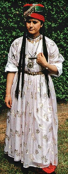A traditional bridal costume from the region of Şırnak (East-Anatolia).  Kurdish, mid-20th century.  (Kavak Costume Collection - Antwerpen/Belgium).