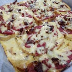 Isteni finom melegszendvics Hawaiian Pizza, Mashed Potatoes, Ethnic Recipes, Food, Whipped Potatoes, Smash Potatoes, Essen, Meals, Yemek