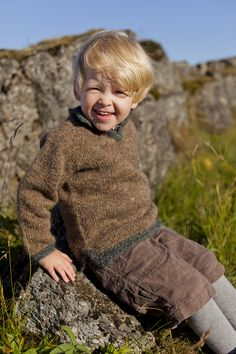 : Garn: Létt Lopi Fra bog: 31 Will try to find English translation for this pattern. Knitting For Kids, Knitting Projects, Heather Hills, Little Brothers, Country Outfits, Beautiful Children, Cool Kids, Tweed, Kids Fashion