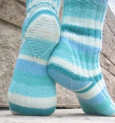 70 Ideas crochet socks free pattern knee highs ravelry for 2019 Crochet Sock Pattern Free, Crochet Mittens, Mittens Pattern, Crochet Gloves, Knitted Slippers, Baby Knitting Patterns, Knitting Socks, Free Pattern, Ravelry Crochet