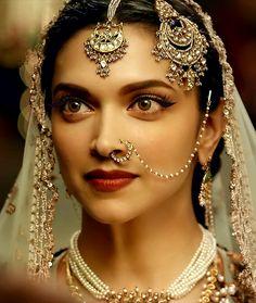 Adorable Deepika Padukone look as mastani Bollywood Jewelry, Bollywood Fashion, Style Deepika Padukone, Dipika Padukone, Indian Aesthetic, Nose Jewelry, Jewelry Model, Gems Jewelry, Resin Jewelry