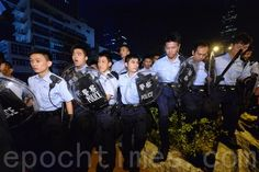 港警施放胡椒喷雾武力清场 多人受伤 | 占中 | 雨伞运动 | 香港 | 大纪元