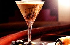 Easter Chocolate Cocktail Recipe - Fed up of Eggs try this! Chocolate Pudding Recipes, Chocolate Fudge, Chocolate Desserts, Chocolate Vodka, Chocolate Coffee, Kahlua Coffee Liqueur, Easter Cocktails, Rum Cream, Chocolate Cocktails