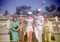 space people in tomorrowland... I just think its hilarious that they actually had people walk around like this. Almost more interestingly, look at what the guests wore to disneyland... pretty formal