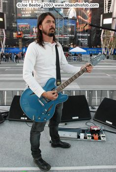 dave grohl gear, dave grohl setup, dave grohl equipment, dave grohl rig, Grohl, Dave Grohl, Foo Fighters, Probot, Nirvana, gear, setup, equipment, instruments, rig, pedalboard, live, boss, guitar, guitar chords, fender, gibson, ibanez, bass, epiphone, guitar strings, line 6, delay