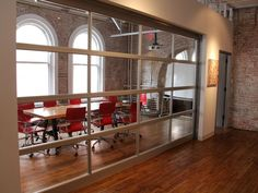 when aol ventures moved into the space it installed this garage door to create a meeting room with an open atmosphere 700x525 Tour AOL Ventu...