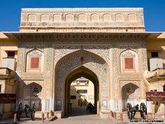 Big pots at City Palace #Jaipur