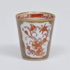 Pequeno copo para chá em porcelana Companhia das Índias..
