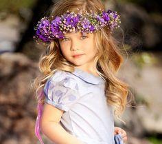 peinados con corona de flores - Buscar con Google