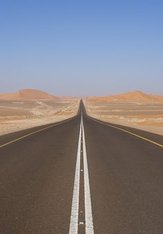 This road represents the road infront of the Wilsons in the middle of The Valley of Ashes because it is empy with no houses or people really having traffic. Beautiful Roads, Beautiful Landscapes, Beautiful Places, Road Drawing, Natur Wallpaper, Desert Aesthetic, Landscape Photography, Nature Photography, Desert Road