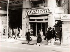 Where are the most beautiful old-fashioned cafes to be Attica Athens, Athens City, Athens Greece, Greece Pictures, Old Pictures, Old Photos, Vintage Photos, Greece Photography, Vintage Advertising Posters