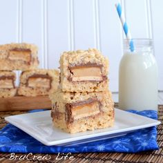 Sweets at their finest :) Candy Bars inside of Rice Krispy Treats!