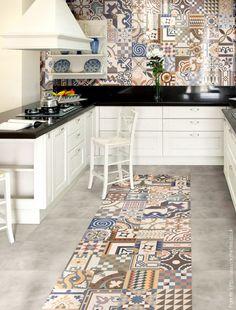 Si te gustan los mosaicos calcáreos de muchos colores, pero te parece un exceso colocarlos en todo el piso, podés generar un espacio donde ubicarlos y completar el resto con un revestimiento mas neutro.