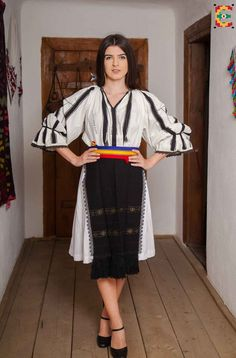 Hungarian Embroidery, Folk Embroidery, Embroidery Patterns, Stitch Patterns, Folk Costume, Costumes, European Girls, Antique Quilts, Traditional Dresses