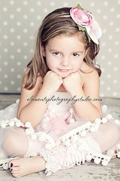Little girl photography (background, colors, layering)