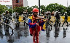 El violinista Wuilly Arteaga, detenido durante la huelga general en Venezuela