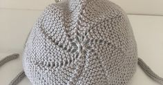 blog sobre punto bebé, patucos ,capota bebe,gorros, jerséis, chaqueta bebe, pelele,costura, cuentos, relatos, manualidades, ganchillo, bordados. Knitting For Kids, Baby Knitting, Crochet Poncho, Crochet Hats, Summer Jacket, Baby Booties, Baby Shower Cakes, Crochet Projects, Knitted Hats
