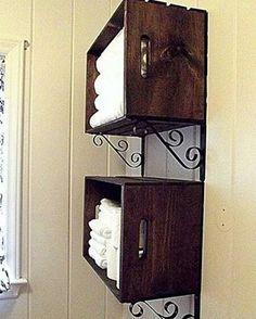 Prateleiras de caixotes é uma ótima ideia para organizar as coisas no banheiro.  www.eutambemdecoro.com.br  Foto via: Pinterest  #decoracao #decor #decorarion #decoration #arquitetura #design #designdeinteriores #architecture #inspiracao #decora #decoro #ideia #diy #caixotes #caixotesdefeira #reaproveitar #simples #ideia #recicle #reutilizar #boaideia #dica #simplesdefazer #banheiro #prateleira