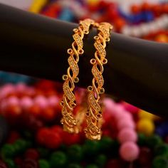 Gold Wedding Jewelry, Gold Jewelry, India Jewelry, Gold Earrings, Jewelry Findings, Gold Bangles Design, Gold Jewellery Design, Most Expensive Jewelry, Gold Necklace Simple