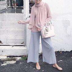 Matchy matchy my handbag today with Twilly Scarf from I love it! Street Hijab Fashion, Abaya Fashion, Muslim Fashion, Modest Fashion, Trendy Fashion, Fashion Outfits, Trendy Style, Fashion Fashion, Modest Wear